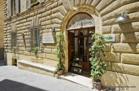 Hotel Tre Donzelle - Wine and Tours by Enocuriosi